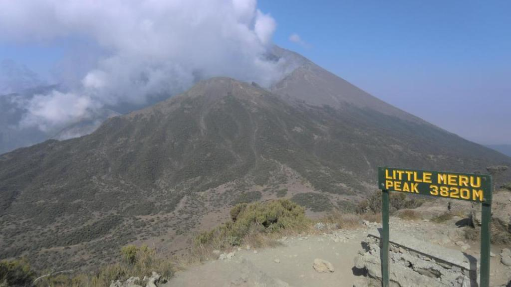 Little Meru Peak 3820.jpg